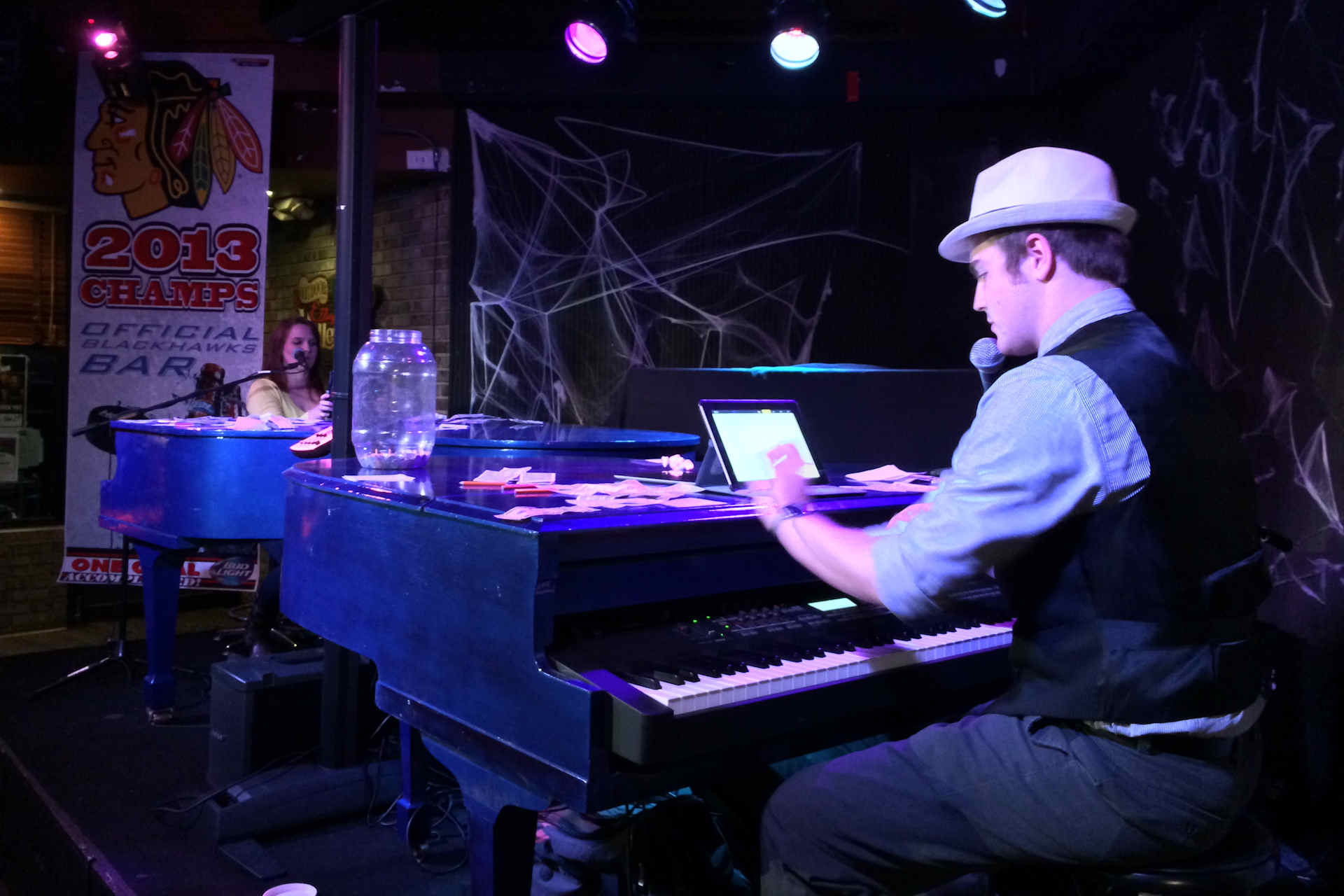 Dueling Pianos a Hit at Sideouts