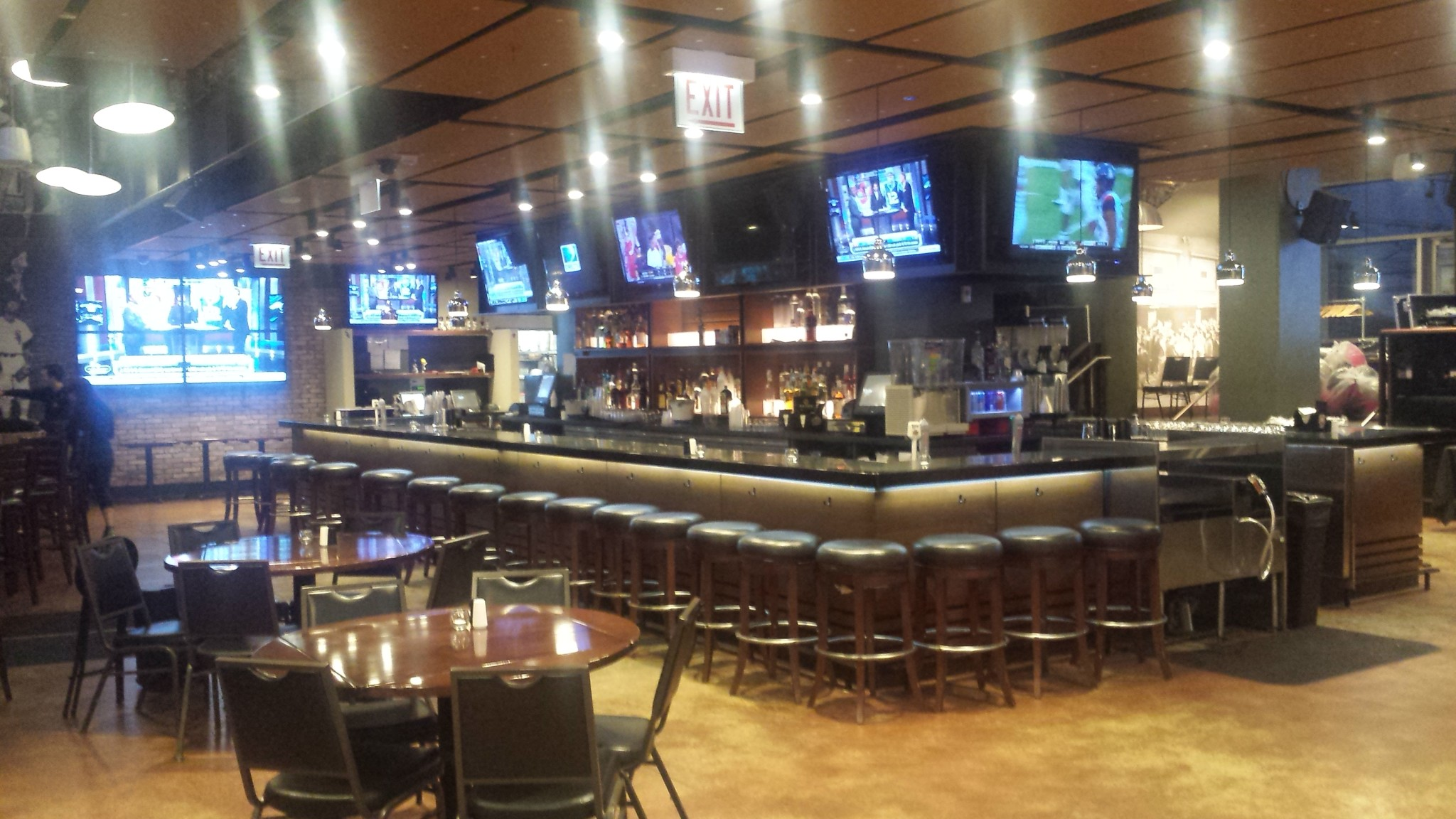 Chisox bar and grill felix and fingers dueling pianos - Restaurant bar and grill ...