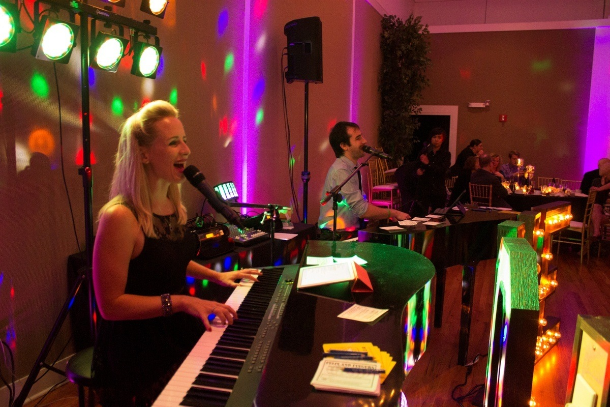 brittany brumfield dueling pianos at party